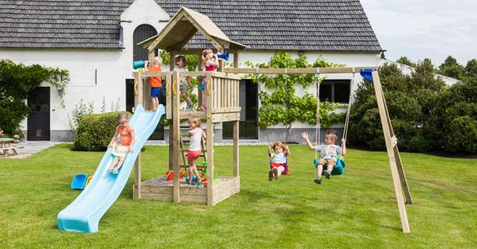 Otroško vrtno igralo Mulc je primerno za domačo uporabo. Igralo v svojem sklopu zajema: velik igralni stolp, lestev za dostop, tobogan, gugalnico, dodatni prostor pod stolpom – možnost ureditve peskovnika